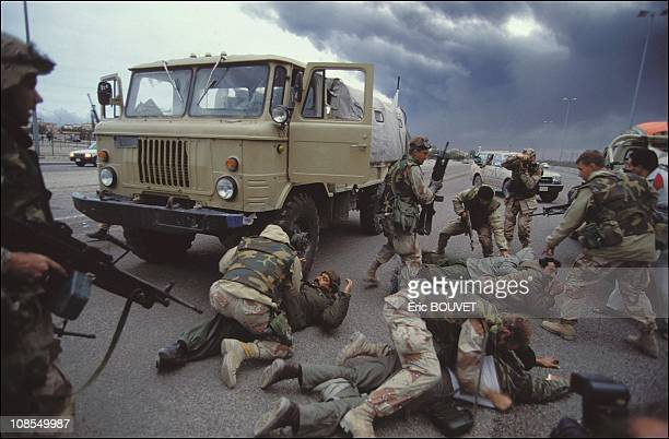 US special forces arresting Iraqi soldiers on February 27th 1991