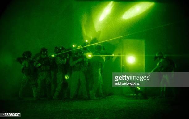 fuerzas especiales raid - navy seals de los estados unidos fotografías e imágenes de stock