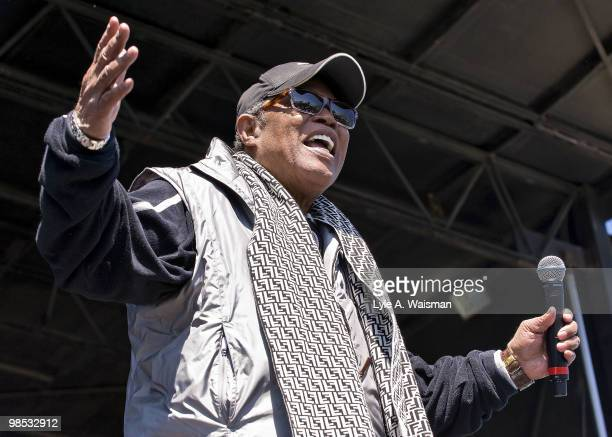 Special guest Soul Man Sam Moore performs with Collective Soul at the Dow Live Earth Run for Water an initiative to help combat the global water...