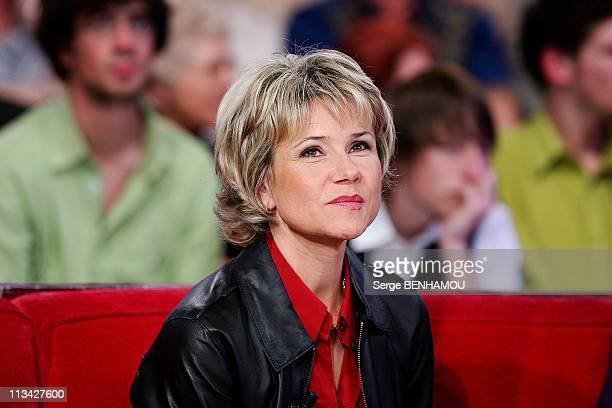 'Special Meteo' On 'Vivement Dimanche' Tv Show In Paris France On April 29 2009 Nathalie Rihouet