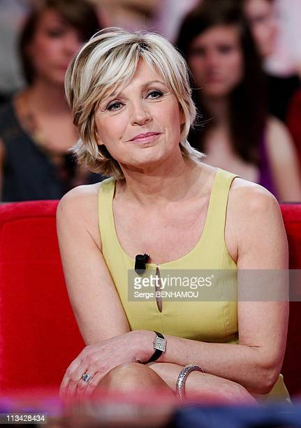 'Special Meteo' On 'Vivement Dimanche' Tv Show In Paris France On April 29 2009 Evelyne Dheliat