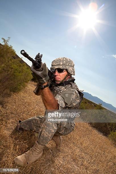 soldados militares especial de oportunidades de fotografar um ataque rifle - infantaria - fotografias e filmes do acervo