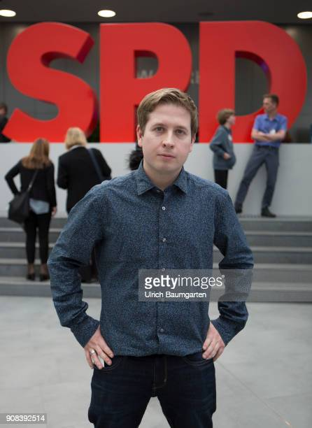 Special party conference of the SPD in Bonn Kevin Kuehnert Chief of the Young Sicialists in the SPD during the party conference The SPD logo in the...