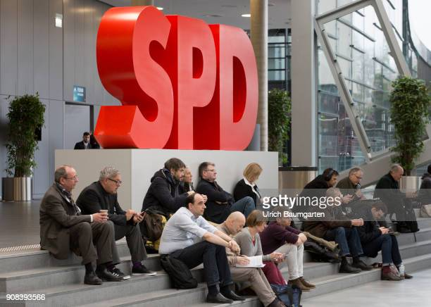 Special party conference of the SPD in Bonn. SPD delegates and the SPD logo.