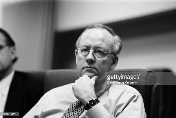 Special Prosecutor Ken Starr meets with his staff at the Office of Independent Counsel on November 13 1998 Starr was preparing for his upcoming...