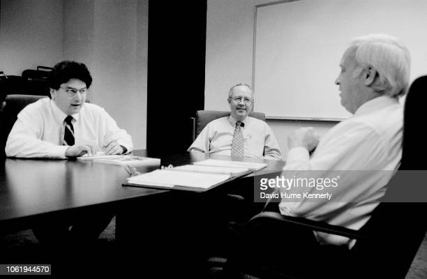 Special Prosecutor Ken Starr talks with deputy Solomon Wisenberg and deputy Hickman Ewing during the ClintonLewinsky investigation in Washington DC...