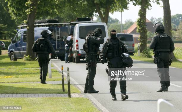 Special task force units of the German police sweep the area surrounding the crime scene in Goch Germany 21 May 2015 An inmate of a psychiatric ward...