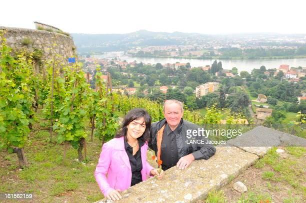The Vineyards Vernay. Georges VERNAY, 80 ans, et sa fille Christine posant sur le coteau de Vernon, dominant le Rhône.