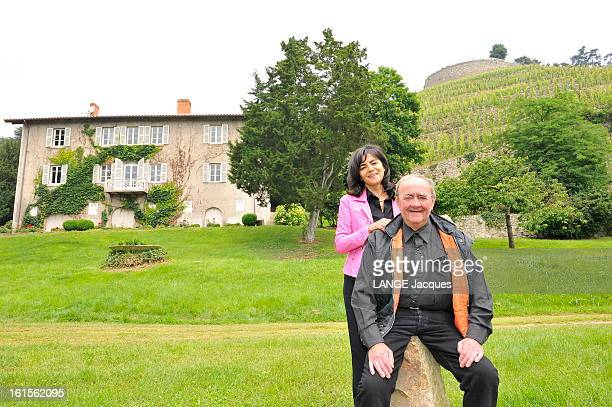 The Vineyards Vernay. Sur la pelouse du domaine de Vernay, au pied du coteau de Vernon, 'Monsieur Viognier', comme l'a baptisé le critique américain...