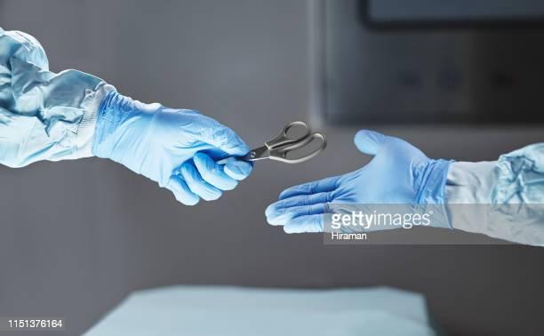 gespecialiseerd in cutting edge chirurgie - chirurg stockfoto's en -beelden