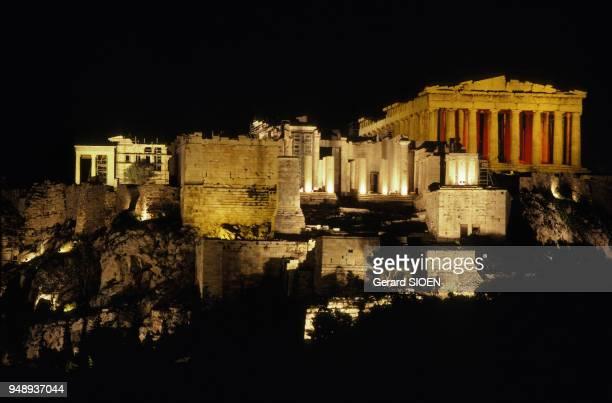 Spectacle de son et lumière sur l'Acropole d'Athènes en Grèce en mai 1989