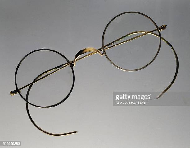 Spectacles with flexible metal arms known as curly arms 19th20th century