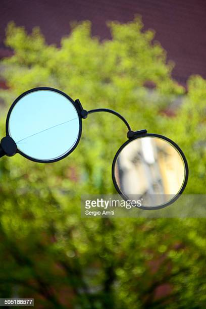 Spectacles-shaped mirrors