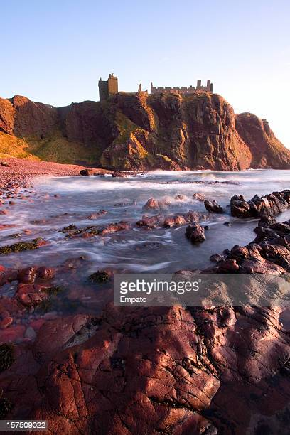 spectacular dunnottar castle, aberdeenshire. - grampian scotland stock pictures, royalty-free photos & images