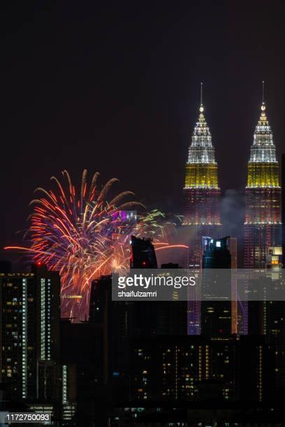 spectacular fireworks display mark the nation's 62 years of independence of malaysia. - shaifulzamri imagens e fotografias de stock