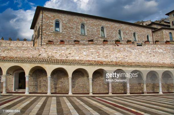 spectacular lower plaza of assisi italy - assis ストックフォトと画像