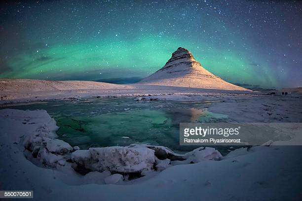 spectacular northern lights appear over mount kirk - marginata stock pictures, royalty-free photos & images