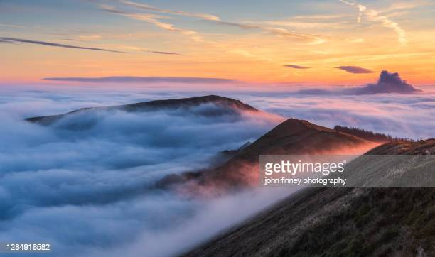 spectacular sunrise above the fog with mam tor, derbyshire, peak district. uk - dramatic landscape stock pictures, royalty-free photos & images
