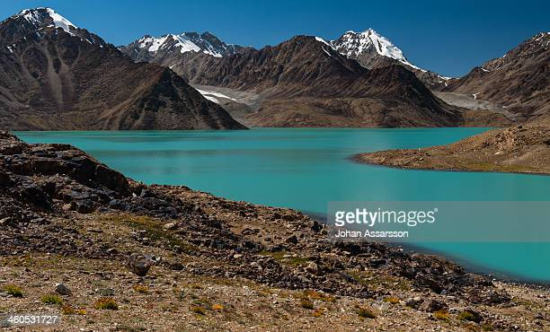 spectacular zarosh-kul high-altitude lake (4518 m) - badakhshan stock pictures, royalty-free photos & images