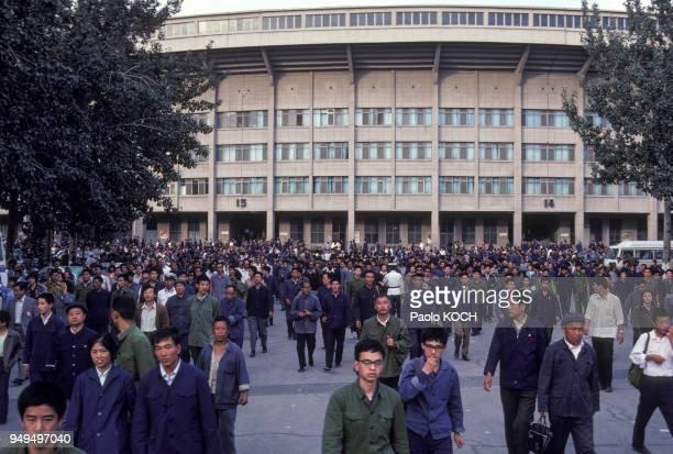 Spectateur sortant du stade Gongti après un match de football à Pékin Chine
