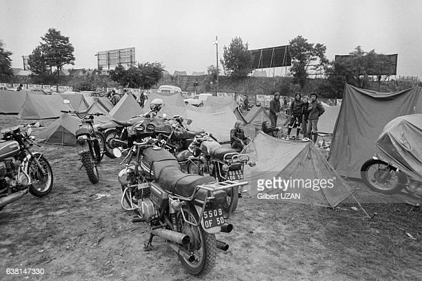 120 000 spectateurs dont beaucoup de motards qui ont montés leurs tentes assistent au 39ème Bol d'Or au Mans France les 20 et 21 septembre 1975