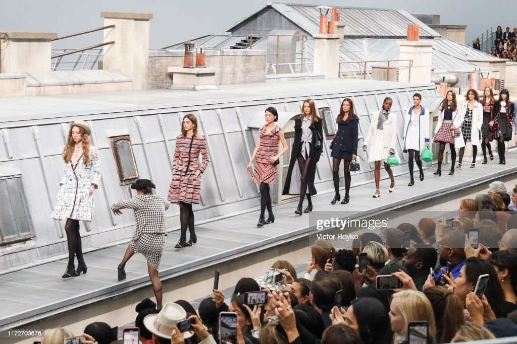 Chanel : Runway - Paris Fashion Week - Womenswear Spring Summer 2020 : News Photo