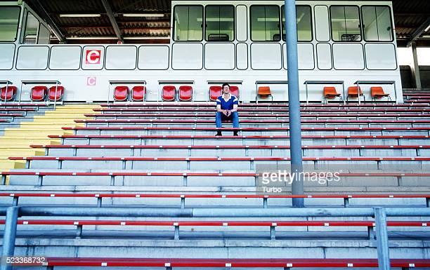 spectator in stadium - ein mann allein stock-fotos und bilder