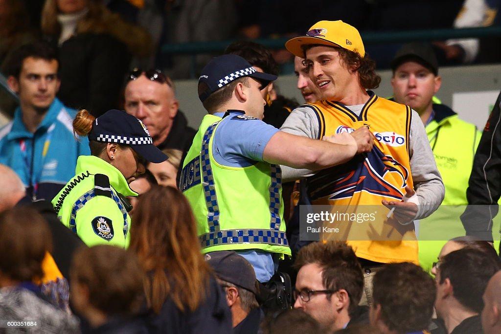 AFL Second Elimination Final - West Coast v Western Bulldogs : News Photo