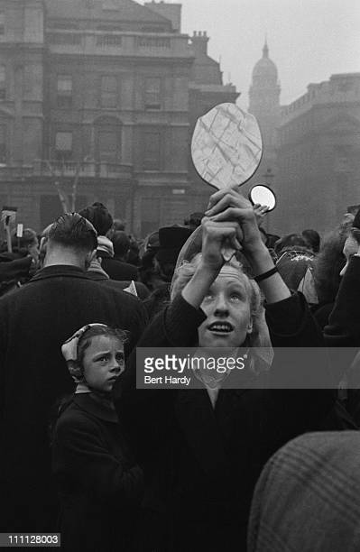 A spectator uses a handheld mirror to see over the crowd during the wedding of Princess Elizabeth and Philip Mountbatten Duke of Edinburgh 20th...