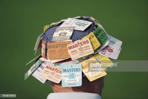 Spectator wears a hat covered in Masters badges on 9 April 1992 during the US Masters Golf Tournament at the Augusta National Golf Club in Augusta,...