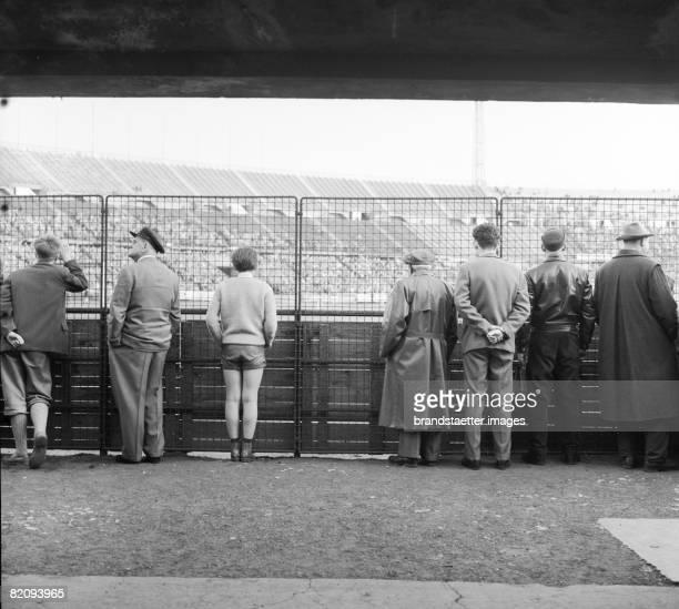 Spectators at a Football match Prater Stadium Vienna Photograph 1961 [Zuschauer bei einem Fuballspiel im Praterstadion Wien Photographie 1961]