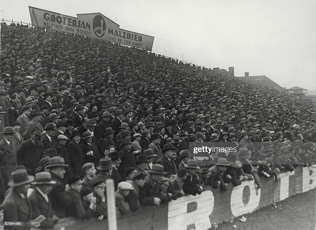 Spectators at the soccer match Minerva- Berlin versus Austria- Vienna, Photograph, Around 1930 : News Photo