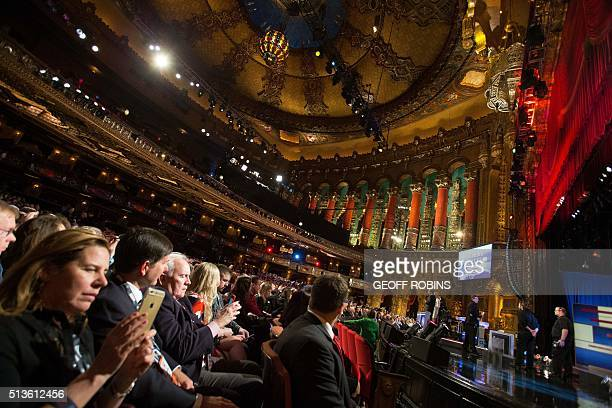 Spectators gather in the Fox Theatre before the Republican Presidential Debate in Detroit on March 3, 2016. / AFP / Geoff Robins