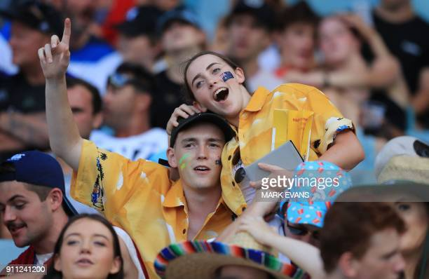 Spectators gesture during day three of the Sydney World Rugby Sevens Series tournament in Sydney on January 28 2018 / AFP PHOTO / MARK EVANS / IMAGE...