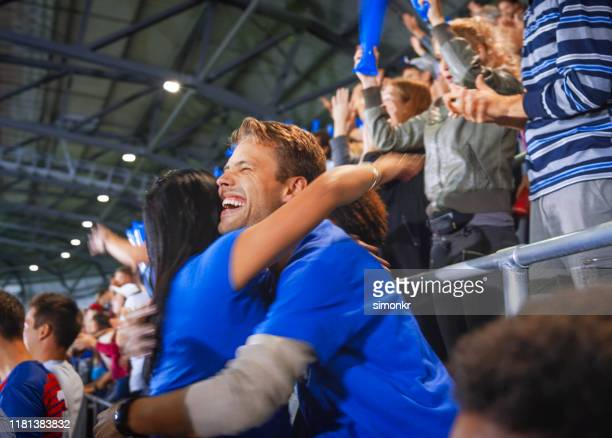 spectators in stadium - fan enthusiast stock pictures, royalty-free photos & images