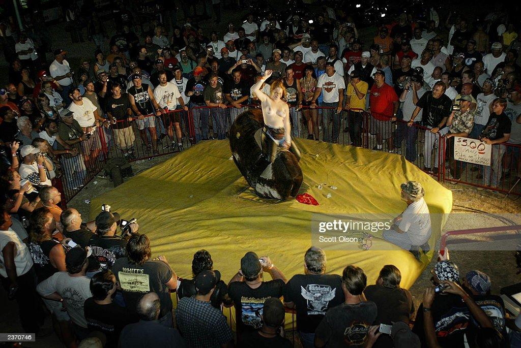 topless-mechanical-bull-riding