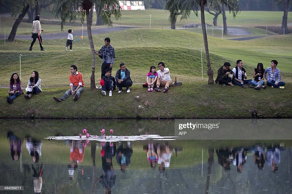 Spectators watch the final round of the Hong Kong Open at the Hong Kong Golf Club in Hong Kong on December 8, 2013. Miguel Angel Jimenez of Spain won the tournament.