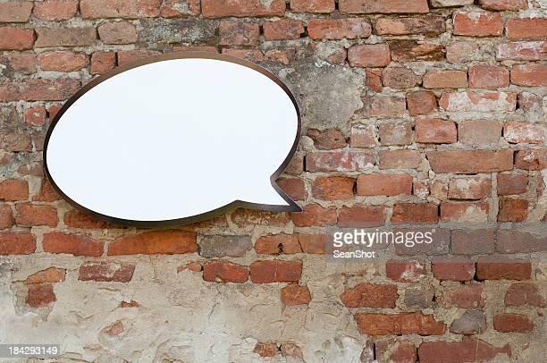 Sprechblase auf die old brick wall