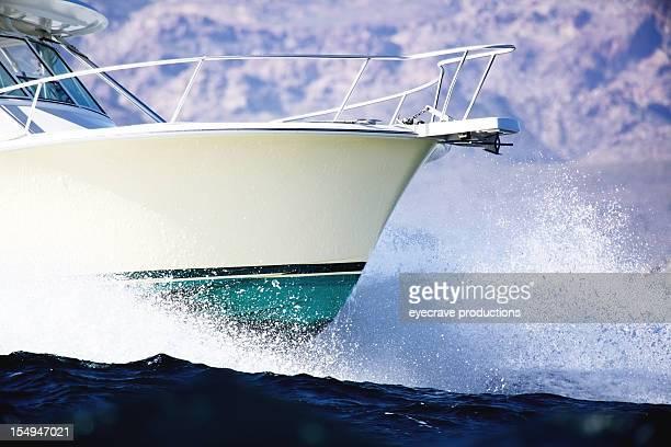 fischerboot am meer - schiffsbug stock-fotos und bilder