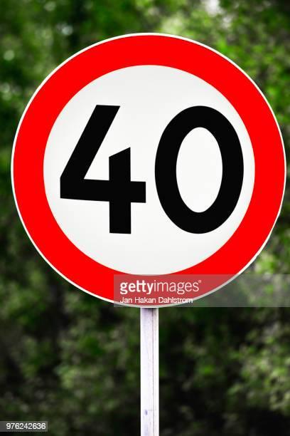 speed limit sign 40 km/h - 数字の40 ストックフォトと画像