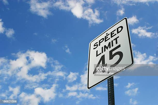 speed limit sign - speed limit sign stock photos and pictures