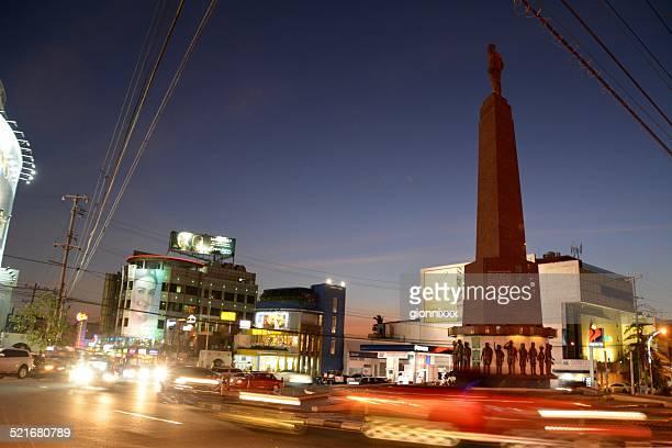 velocidade lenta na cidade de quezon, boy scouts memorial rotatória, filipinas - cidade de quezon - fotografias e filmes do acervo