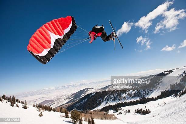 Skifahrer über dem Canyon
