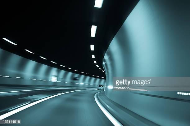 Accelerando in Tunnel