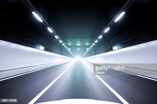 speeding in the tunnel - fluchtpunkt stock-fotos und bilder