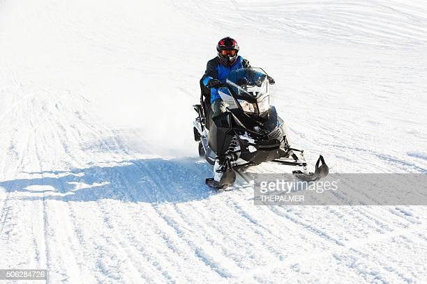 acelerar para snowmobile - snowmobiling - fotografias e filmes do acervo