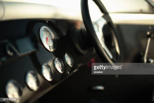 speedometers やホイールのスピードボートのショットに lensbaby
