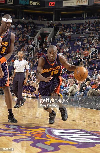 Speedy Claxton of the Golden State Warriors drives against the Phoenix Suns at America West Arena on November 28 2003 in Phoenix Arizona NOTE TO USER...