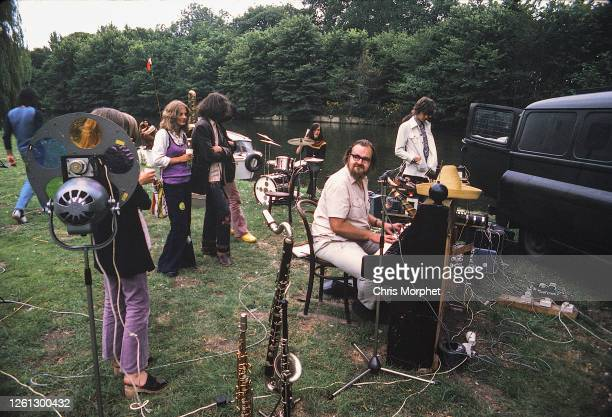 Speedy Keen and Andy Newman of Thunderclap Newman with film equipment and crew, Goring on Thames, September 1972.