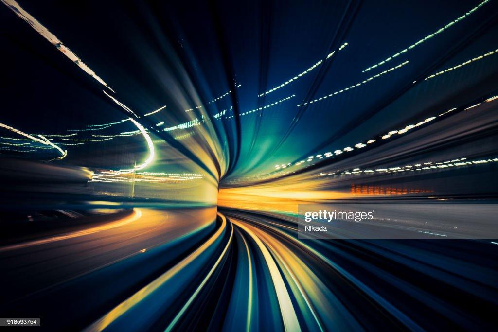 Trem rápido, movimento turva : Foto de stock